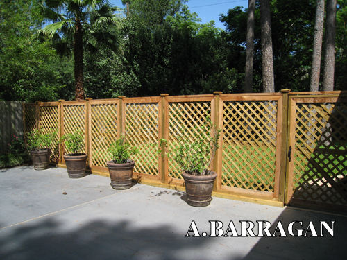 Redwood threllis fence
