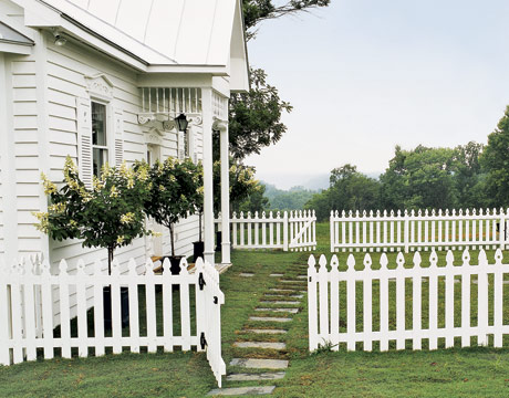 Front yardpicket fence